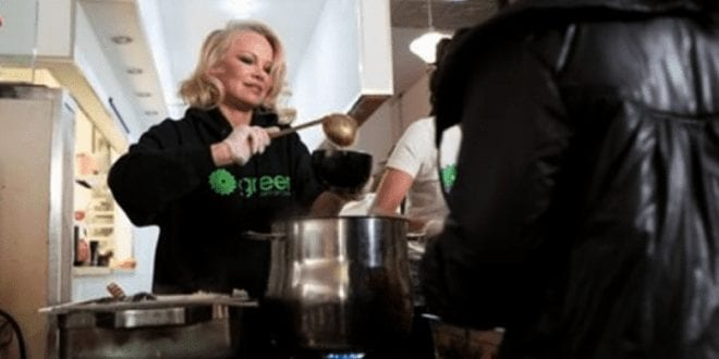 Pamela Anderson tells Justin Trudeau to turn prisons vegan