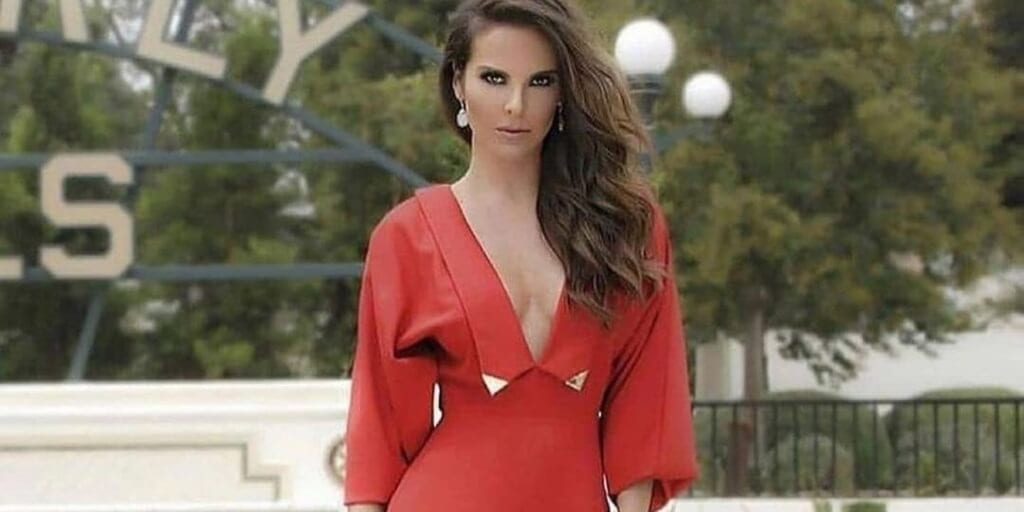 Kate del Castillo to tell SeaWorld to reinvent itself or 'sink along with other animal-exploiting businesses'